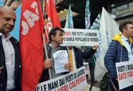 Bpvi, i lavoratori scendono in piazza'Siamo bancari non banchieri'  |Video
