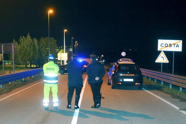 Braccati per due ore dai carabinieri banditi si tuffano nel fiume gelato