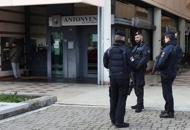 Rapina armata in banca | VIDEO Una donna presa in ostaggio |Foto