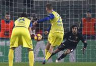 Chievo, il rigore finisce in curvaSolo un punto contro il Genoa