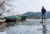 Gelo e ghiaccio: un morto a PadovaIncidenti, feriti, viabilità in tiltGrande gelo: arriva la neve, è allerta  Le foto   Ghiaccio in laguna : Video
