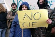 «No al Cie a Campalto o altrove»I no global protestano in PrefetturaGuarda la Fotogallery del sit-in