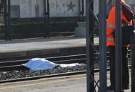 Uomo si lancia contro un trenoÈ il terzo suicidio in una settimana