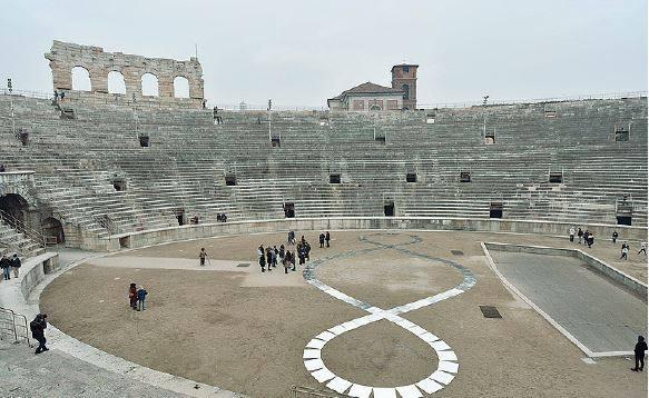 L infinito con gli specchi il terzo paradiso in arena - Michelangelo pistoletto specchi ...