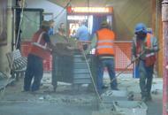 Stazione, crolla soffitto tra i passeggeri«Paura e polvere, tragedia sfiorata»