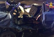 L'auto sbanda ed è travolta da un buspadre e figlio perdono la vita in A4Lo schianto e la paura sul bus  Video