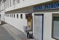 Allunga le mani su bimbo al cinema,arrestato da poliziotto  fuori servizio