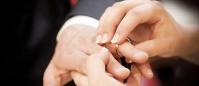 Finti matrimoni per cittadinanzaarrestate una coppia e due donneFino a 30mila euro per sposarsi