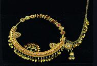 Vende in tv riproduzioni spacciandoleper gioielli antichi, denunciato