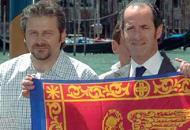 Era il 10 luglio di dieci anni fa. L'allora vice presidente della Regione Luca Zaia (oggi governatore) e l'allora consigliere regionale Roberto Ciambetti (oggi presidente del consiglio) manifestano per l'autonomia a Palazzo Ferro Fini