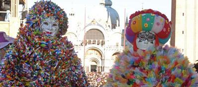 Venezia: ultima domenica di Carnevale Sole e folla tra le calli per il gran finale