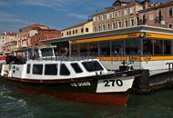 Venezia, in vaporetto con la pistola Panico a bordo: denunciato