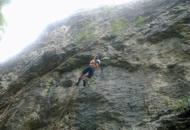 Cade nel vuoto durante l'arrampicataFree climber in ospedale