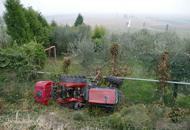 Si ribalta con il trattore nel fruttetosettantenne muore nel Veronese