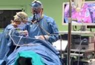 Spacca i bicchieri e li mangiaautolesionista salvato in ospedale