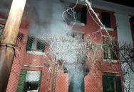 Rogo a Venezia, palazzo a fuoco Inquilini intossicati. Salvato un caneLE FOTO DELL'INCENDIO
