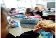 Capelli nei piatti, esposto al Nasbambini a scuola con il panino
