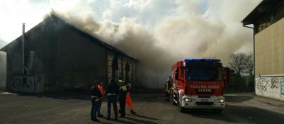 Incendio all'ex deposito ferroviariodi Porta Vescovo | Video | Foto