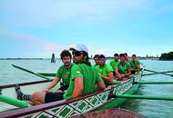 Bagno fuori programmaper 23 vogatori in Laguna
