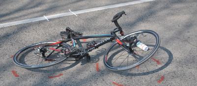 Cade durante una corsa in bicicon gli amici, muore ingegnere