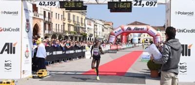 Fatna Maraoui e Michael Kunyuga,Italia e Kenya alla Padova Marathon