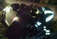 Esce di strada di notte con l'autoSessantasettenne muore sul colpo