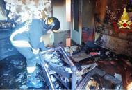 Incendio in appartamento, due anziani intossicati