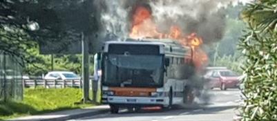Autobus Actv va a fuoco davanti all'aeroporto
