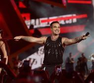 Robbie Williams incanta il BentegodiE Simona sale sul palco | GalleryCode e controlli, poi è solo festaLeggi la recensione dello show