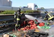 Rimorchio a fuoco in tangenziale,camionista salvato dagli automobilistiGuarda la fotogallery| Video