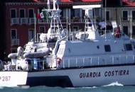 Barca a vela in avaria al Lido Salvate 10 persone, tra cui 8 ragazzini