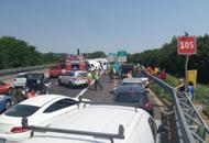 Schianto tra camion e auto in A13Feriti e autostrada chiusa | Foto| VdLongarone, muore motociclista| Foto