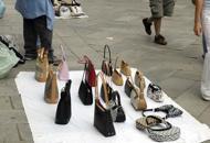 Daspo urbano a CaorleCacciati cinque venditori abusivi