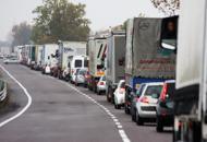 Schianto tra furgone e auto: 9 feriti Traffico bloccato in A4, lunghe code