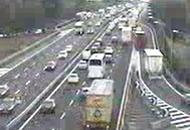 Tir si schianta in A4 e sparge fruttaCoda di 7 chilometri in autostrada