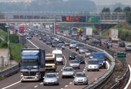 Auto si ribalta in autostradaQuattro feriti e 8 chilometri di coda