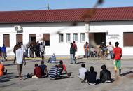 La prefettura: profughi via da Bagnoli Li distribuiremo in tutta la provincia