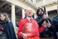 Padova, duemila firme per il bar di Mario al Bo. Goliardi e prof unitiSONDAGGIO Sei d'accordo? Vota