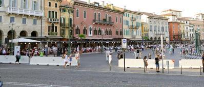 Sicurezza, Verona blinda piazza BraI jersey fissi fino a ottobre |Video