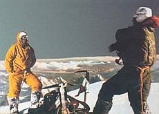 Lino Lacedelli con Achille Compagnoni sul K2 nel 1954