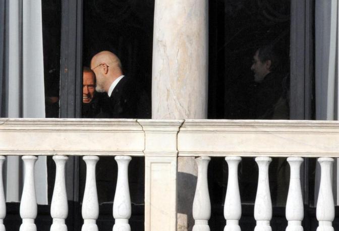 Il presidente del Consiglio Silvio Berlusconi a Venezia con la figlia Marina,  il sottosegretario Gianni Letta, il governatore Giancarlo Galan e il deputato Niccolò Ghedini. La visita a Palazzo Pisani Moretta a Venezia