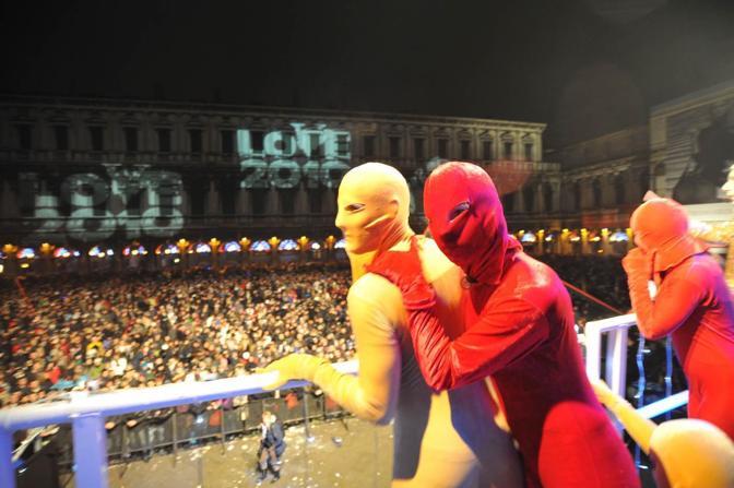 I costumi colorati dello spettacolo in programma il 31 dicembre