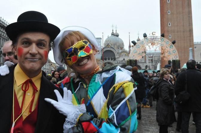 Fra canti danze e giochi in piazza San Marco è iniziato il Carnevale dei sensi