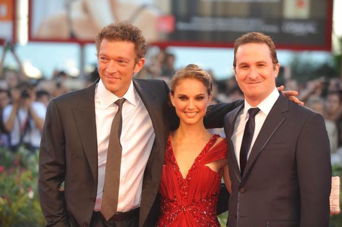 Il cast del film in concorso «Black Swan»:  Nathalie Portman al centro, il regista Darren Aronofsky e a sinistra Vincent Cassel