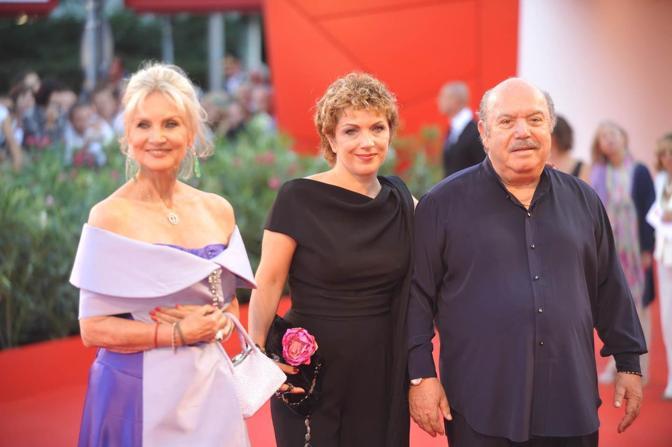 Lino Banfi con la figlia e Barbara Bouchet