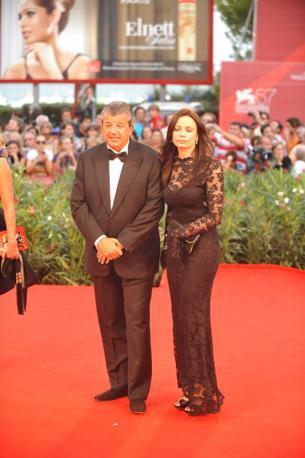 Il produttore Tarak Ben Ammar con la signora