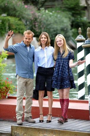 Stephen Dorff ed Elle Fanning, interpreti del film in concorso «Somewhere» con la regista Sofia Coppola al centro