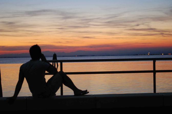 Se telefonando... potessi descriverti con le parole lo spettacolo di un tramonto sulla laguna come quello che ho di fronte. San Pietro in Volta, Pellestrina (VE)