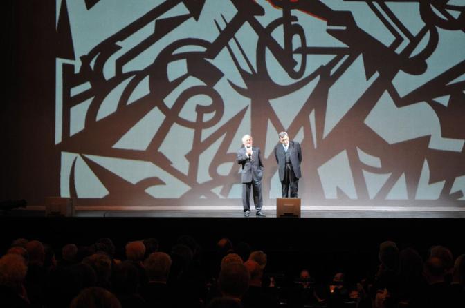 Il sindaco Giorgio Orsoni e Cesare De Michelis sul palcoscenico