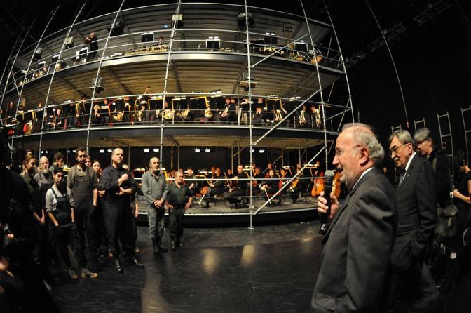 Il Sindaco di Venezia Giorgio Orsoni e Cesare De Michelis ringraziano gli orchestrali e le maestranze dietro le quinte